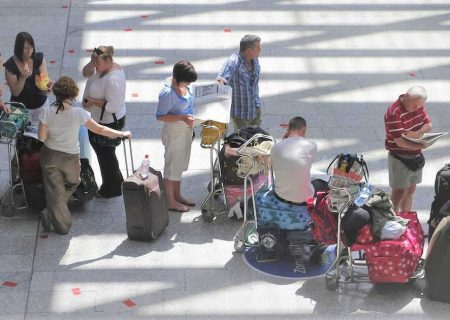 دولت کانادا شرکت های هواپیمایی را مجبور به پذیرایی از مسافران و پرداخت ۱۰۰۰ دلار در صورت تاخیر کرد