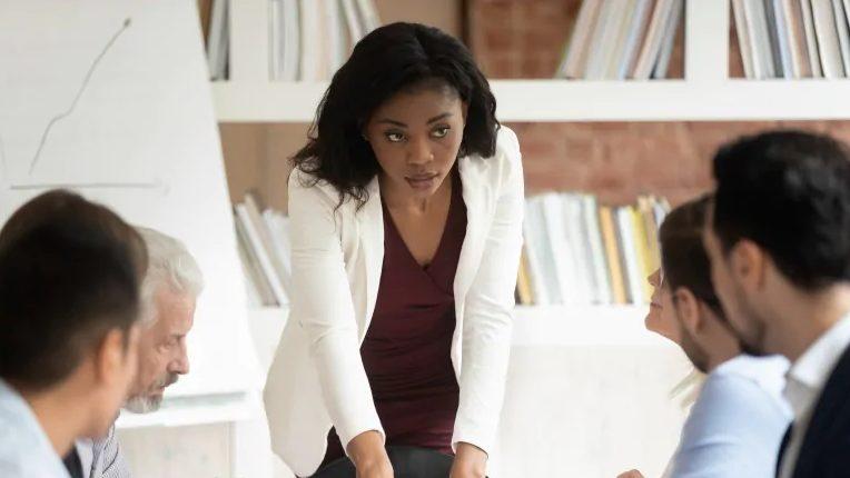 بسیاری از جوانان کانادایی انتظار یک زن به عنوان مدیرعامل را ندارند!