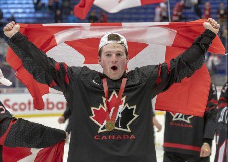 مدال طلای مسابقات قهرمانی هاکی بر گردن کانادایی ها