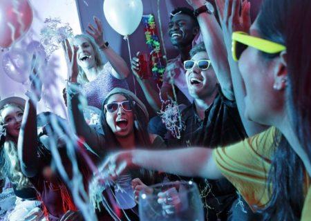 مهمانی، عامل ابتلای کرونا در ميان جوانان کانادايي
