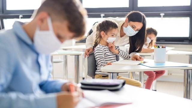 نگراني والدین انتاریویی از گزارش مدارس کرونایی