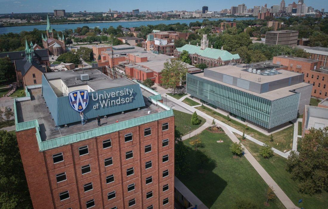 کمک مالی دانشگاه ویندزور به دانشجویان خارجی