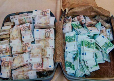 يك چمدان پر از پول