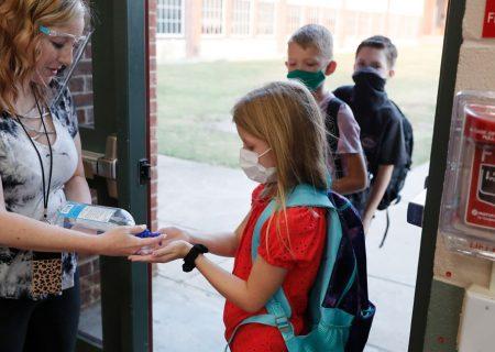 استخدام ۲۰۰۰ نیرو در مدارس کبک