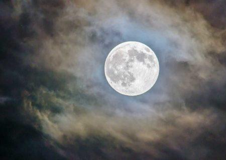 طولانیترين درخشش ماه را تماشا كنيد