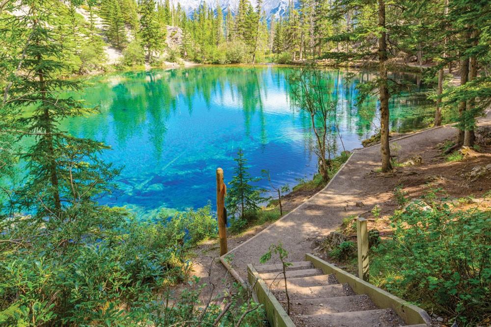 ۴ مسیر رویایی برای پیادهروی در کانادا