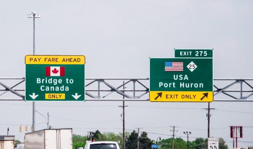 بازار داغ تاکسیهای خط آمریکا-کانادا