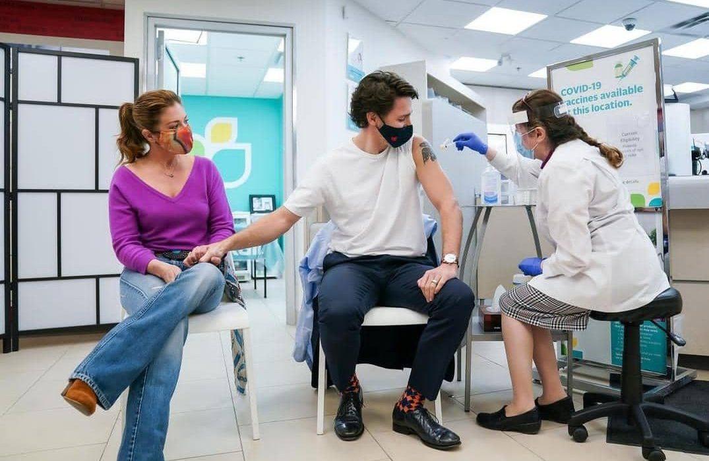 نخست وزیر واکسنش را زد