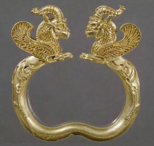 دستنبند طلایی متعلق به گنجینه اکسوز – متعلق به ۳۳۰ تا ۵۰۰ قبل از میلاد