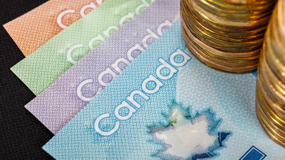 دلار کانادا، ۸۲ سنت بیشتر از دلار آمریکا