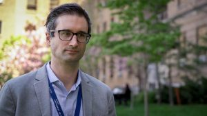 دکتر «Jérôme Leis»، رئیس پیشگیری و کنترل بیماریهای عفونی در بیمارستان «Sunnybrook»