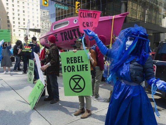 معترضان پل گرنویل در ونکوور را بستند