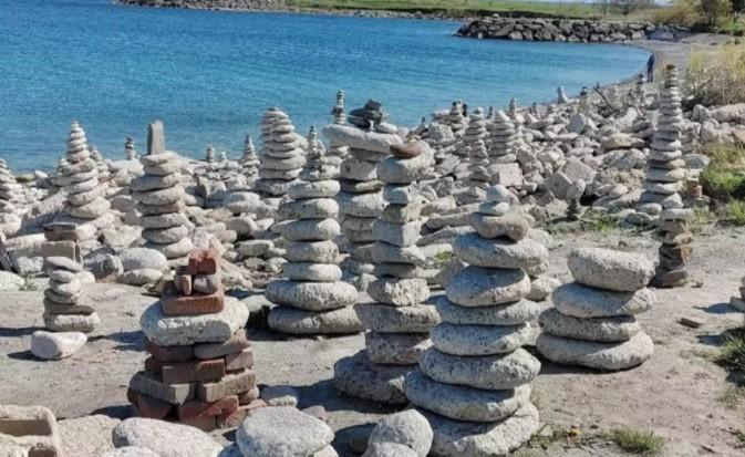 چیدمان سنگهای ساحلی پارکی در تورنتو ناپدید شد