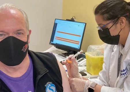 جان هورگان دومین دوز واکسن را تزریق کرد