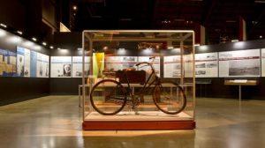 دوچرخه ای در موزه