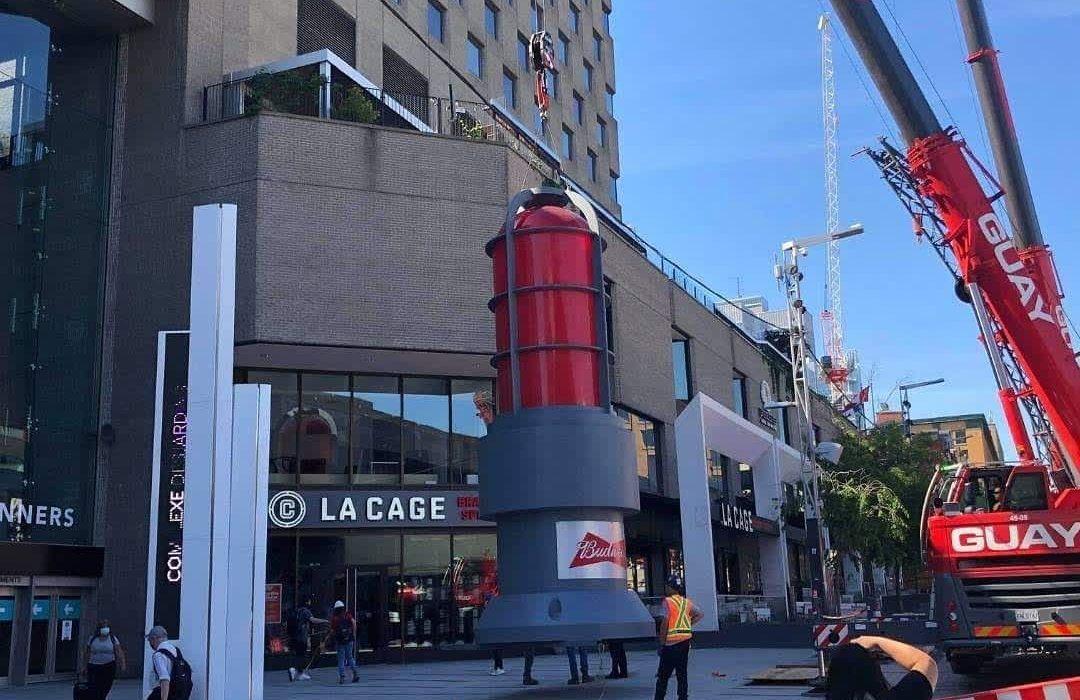 نصب چراغ قرمز ۶ متری در مونترال