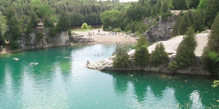 یک شنای رویایی در Elora Quarry
