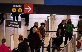 آمریکا لغو سفر شهروندان غیرآمریکایی را بازنگری میکند