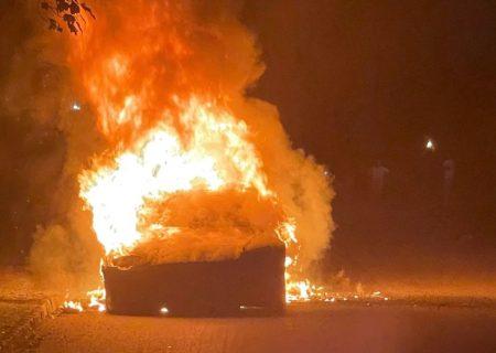 خودروی جدید تسلا دچار آتشسوزی شد