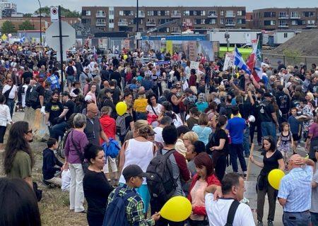 تجمع هزاران مخالف واکسن اجباری در مونترال