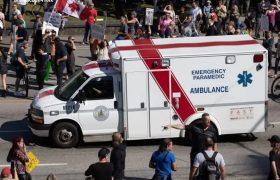 تظاهرات مخالفان واکسن در تورنتو