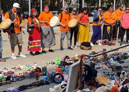 همه کارکنان در روز ملی حقیقت و آشتی تعطیل نیستند